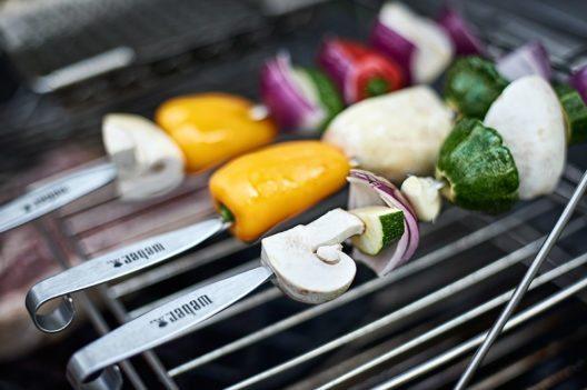 Vegetarisches Grillieren kommt auch bei Steakfans gut an. (Bild: © Weber-Stephen Schweiz GmbH)