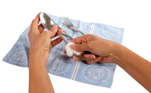 Silberbesteck – regelmässige Pflege ist sehr wichtig. (Bild: spinetta – Shutterstock.com)