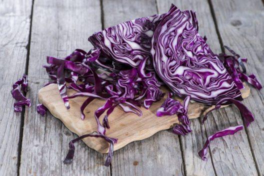 Rotkohl tut dem Herz gut. (Bild: HandmadePictures – Shutterstock.com)
