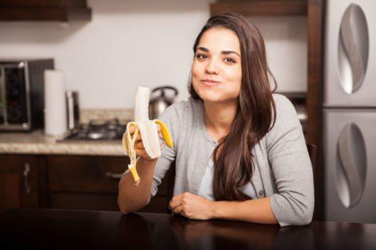Die Banane gilt als Powerfrucht und effektiver Energiespender. (Bild: antoniodiaz – Shutterstock.com)