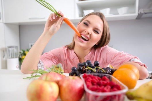 Der Schlüssel zu grossen Portionen mit weniger Kalorienaufnahme sind Gemüse und Obst. (Bild: Lucky Business – Shutterstock.com)