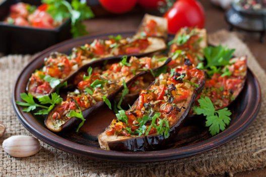 Vegetarier und Veganer gibt es immer häufiger. (Bild: Timolina – Shutterstock.com)