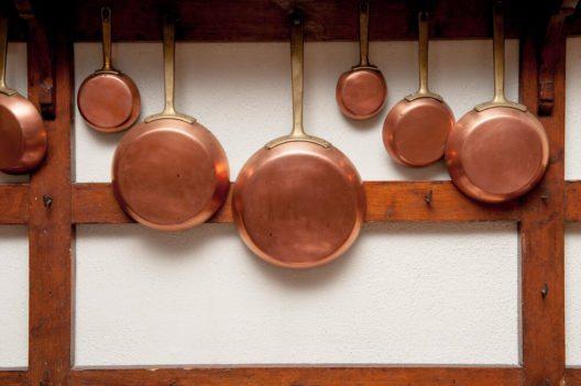 Kupferpfannen sind besonders für Gasherde geeignet. (Bild: Fabio Pagani – Shutterstock.com)