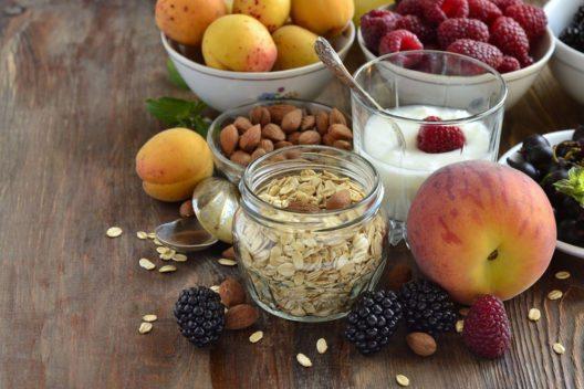 Wer abnehmen will, muss sich ausgewogen ernähren. (Bild: Nataliia Leontieva – Shutterstock.com)