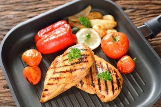 Der Geschmack mit einer Grillpfanne ist sehr gut. (Bild: amenic181 – Shutterstock.com)