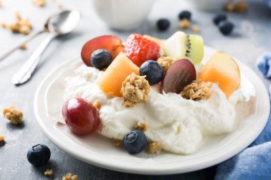 Fruchtquark (Bild: Iryna Melnyk – Shutterstock.com)