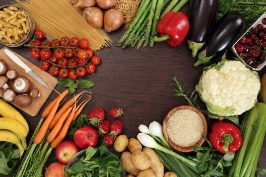 Kohlenhydrate nehmen Veganer bei einer abwechslungsreichen Ernährung immer auf. (Bild: Ronald Sumners – Shutterstock.com)