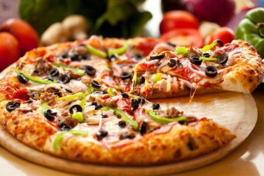 Herzhaft geniessen – Pizza. (Bild: El Nariz – Shutterstock.com)