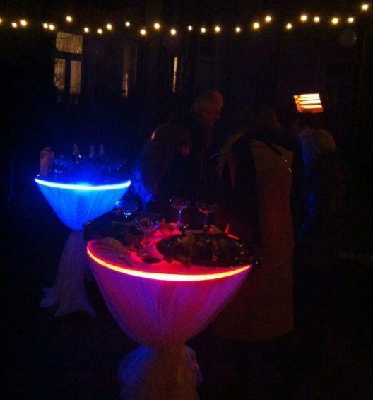 LED-Tische verbinden Exklusivität mit Attraktion. (Bild: aristob.com)
