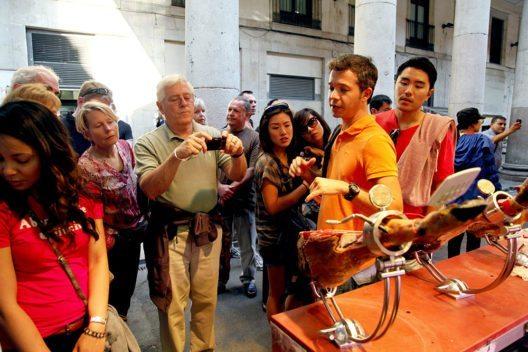 Tapas-Stadtwanderung durch Barcelona1 (c) GetYourGuide