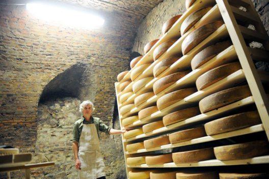 Der Käsemacher Anton Sutterlüty (Bild: Clemens Fabry / die Presse)