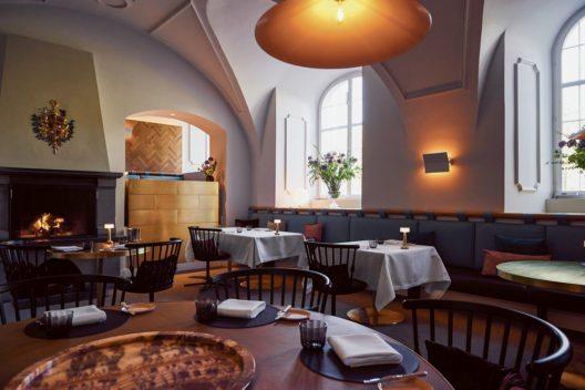 igniv_restaurant_rundertisch_ganzes_lokal