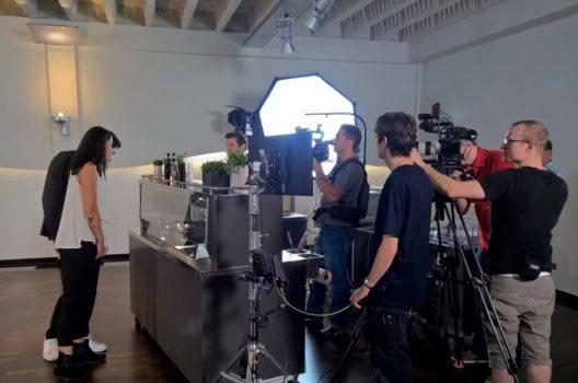 Bei der Zubereitung lief den 20 Anwesenden – Koch, Statisten, Filmteam, Marketingteam, Produktmanagern und Frontcooking-Spezialisten – ordentlich das Wasser im Mund zusammen.