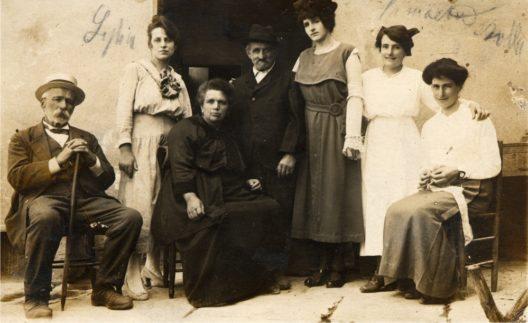 Gründerin Manuelina mit Familie (Bild: Ristorante Manuelina)