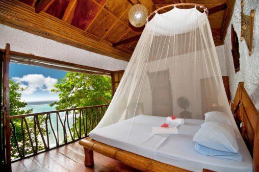 Ökologische Möbel sorgen für Wohn- und Schlafkomfort. (Bild: Vitaly Titov – shutterstock.com)