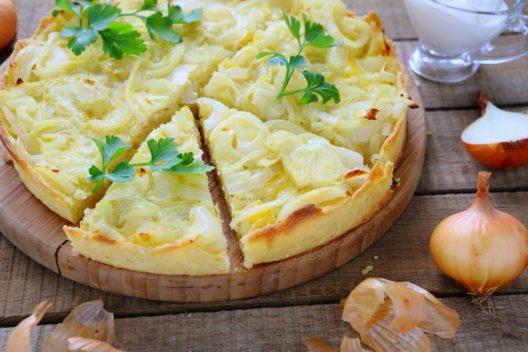 Zwiebelkuchen - einfach lecker! (Bild: Olha Afanasieva - shutterstock.com)