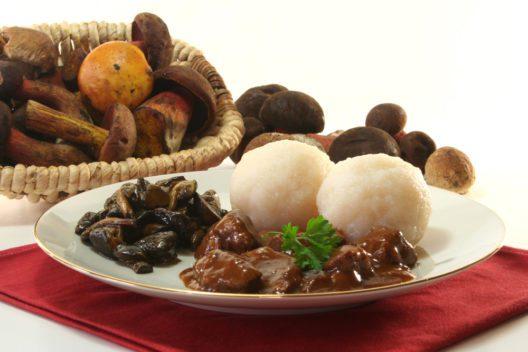 Wildgulasch verheisst kulinarischen Genuss. (Bild: Simone Voigt - shutterstock.com)