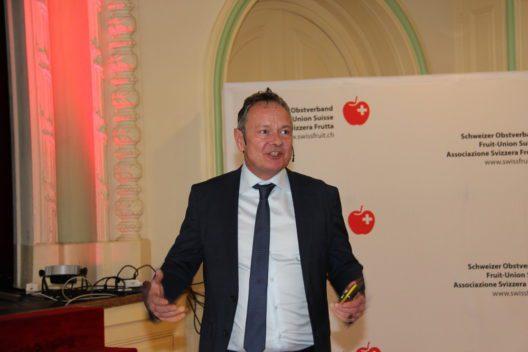 """Thomas Bucheli, Leiter SRF Meteo, hielt das Gastreferat zum Thema """"Wetterkapriolen oder Klimaänderung?""""."""