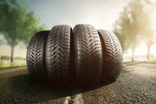 Sicherer Transport mit den passenden Reifen (Bild: m.mphoto - shutterstock.com)