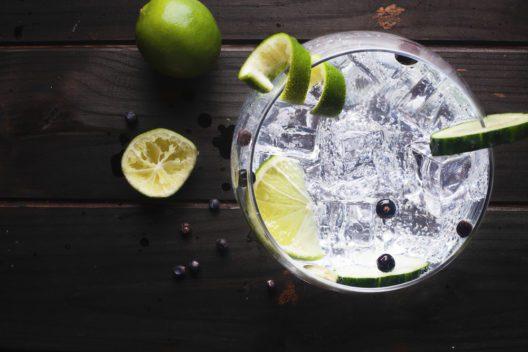 Der Casino-Cocktail basiert auf Gin. (Bild: Javier Somoza - shutterstock.com)