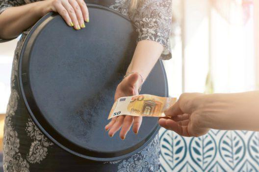 feature post image for Tipps und Tricks - Wie der Gast beim Trinkgeld spendabler wird