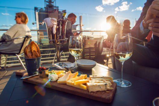 feature post image for Die besten Rooftop-Restaurants in der Schweiz